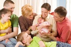 Familj av sju folk arkivbild