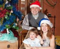 Familj av tre med julgranen Royaltyfria Foton