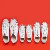Familj av vita skor Arkivbild