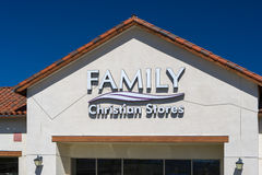 Familj Christian Store Exterior och logo Royaltyfri Foto
