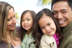 Familj för blandat lopp royaltyfri foto