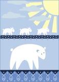 Familj för vita björnar som går för fisket Arkivfoton