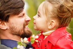 familj Fader och dotter arkivbild