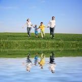 familj fyra som kör Royaltyfria Foton