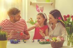 Familj hemmastadda easter Fotografering för Bildbyråer
