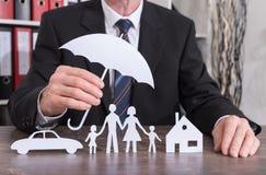 Familj-, hus- och bilförsäkringbegrepp royaltyfri foto