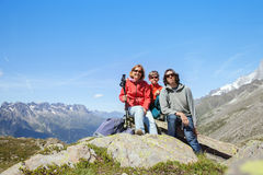 Familj i berg Fotografering för Bildbyråer