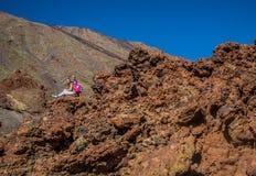 Familj i den Teide nationalparken Arkivfoton