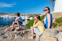 Familj i Grekland fotografering för bildbyråer