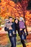 Familj i höstparken Fotografering för Bildbyråer