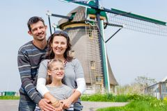 Familj i Holland royaltyfria foton