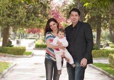 Familj i parken Arkivfoto