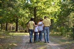 Familj i skog Arkivfoton