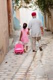 Familj i Tunisien arkivbild