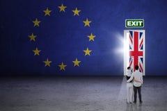 Familj med brexitdörren Arkivbild
