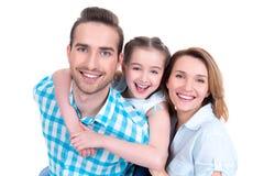 Familj med lilla flickan och nätta vita leenden Arkivbild