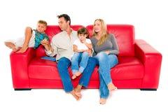 Familj med två barn Arkivfoto