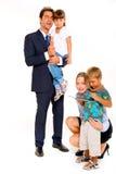 Familj med två barn Fotografering för Bildbyråer