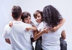 Familj med ungar Arkivfoto