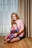 Familj, moder och son Arkivfoto