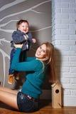 Familj, moder och son Fotografering för Bildbyråer