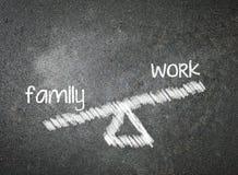 Familj och arbete av ditt val som är skriftligt med vit krita på en bla Royaltyfri Bild