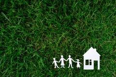 Familj och hus Royaltyfria Bilder