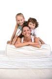 Familj och många madrasser Arkivbild