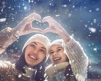 Familj och vintersäsong royaltyfria bilder
