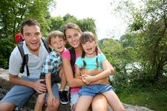 Familj på en trekking dag Royaltyfri Foto