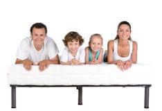 Familj på madrassen Arkivbild