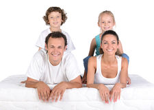 Familj på madrassen Arkivbilder