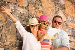 Familj på semester fotografering för bildbyråer