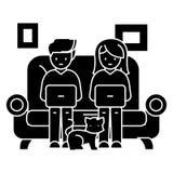 Familj på soffan som arbetar på bärbara datorer med kattsymbolen, vektorillustration, svart tecken royaltyfri illustrationer
