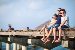 Familj på sommarsemester arkivfoto