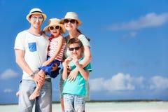 Familj på sommarsemester royaltyfria bilder