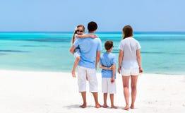 Familj på sommarsemester royaltyfri bild