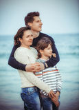 Familj på sommarstrandferie Royaltyfri Bild