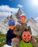 Familj på vandring royaltyfri bild