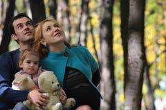 Familj på parkera Fotografering för Bildbyråer