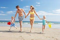 Familj på strandsemester Arkivfoto