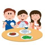 Familj som äter Arkivfoton
