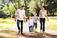 Familj som går handen - in - hand Arkivbilder