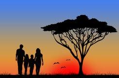 Familj som går på semester Fotografering för Bildbyråer