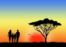 Familj som går togather Arkivbilder