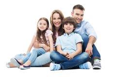 Familj som tillsammans sitter Arkivbild