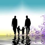 familj som tillsammans strosar Royaltyfria Bilder