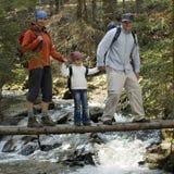 familj som trekking Arkivfoto