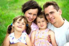 familj utomhus Arkivbilder