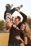 familj utomhus Arkivfoto
